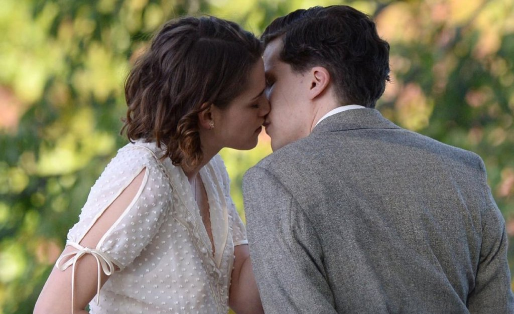 http://www.liveforfilm.com/wp-content/uploads/2016/03/Caf%C3%A9-Society-Kristen-Stewart-and-Jesse-Eisenberg.jpg