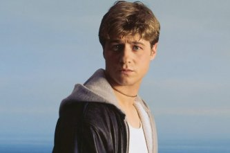 Ben-McKenzie-GIFs-From-OC