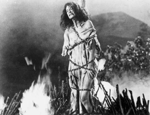 horror-hotel-witch-burning