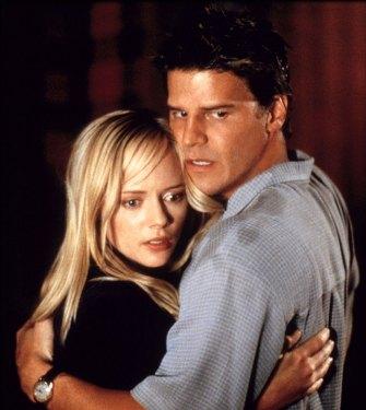 Valentine-valentine-2001-movie-32836838-678-760
