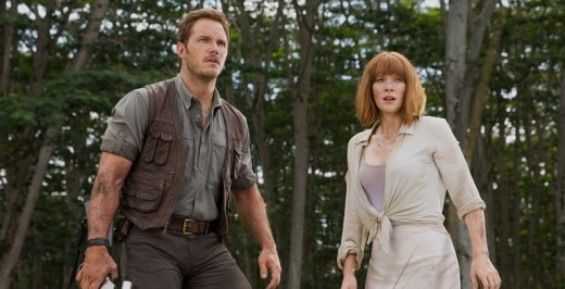 Chris-Pratt-and-Bryce-Dallas-Howard-in-Jurassic-World