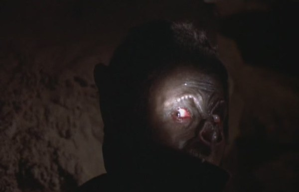 The-1.Bat.People.1974.DVDrip.x264-CG[(120813)16-55-55]