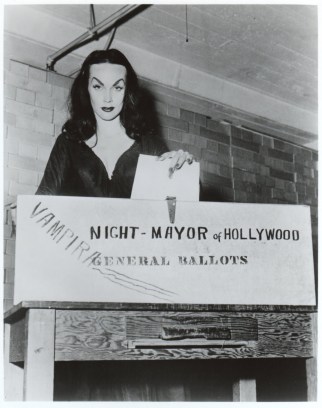 Vampira-Night-Mayor-of-Hollywood