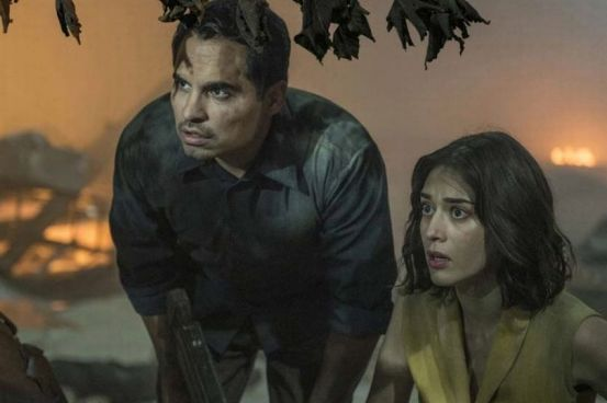 Extinction-movie-film-sci-fi-Netflix-reviews-Michael-Pena-Lizzy-Caplan.jpg