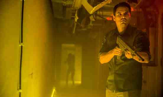 Extinction-movie-film-sci-fi-Netflix-reviews-Michael-Pena.jpg