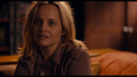 What-Lies-Below-movie-film-sci-fi-horror-2020-review-reviews-Mena-Suvari