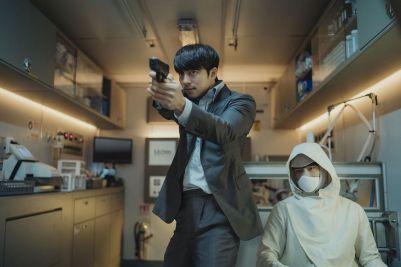 Seobok-movie-film-sci-fi-action-Korea-2020-review-reviews-서복