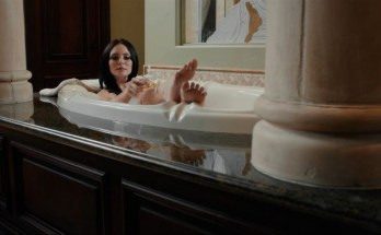 Blood-Pageant-movie-film-horror-2021-bath-review-reviews