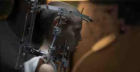 Titane-movie-film-thriller-2021-review-reviews-Agathe-Rousselle