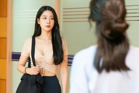 The-Hypnosis-movie-film-horror-Korean-hypno-therapy-2021-review-reviews-5