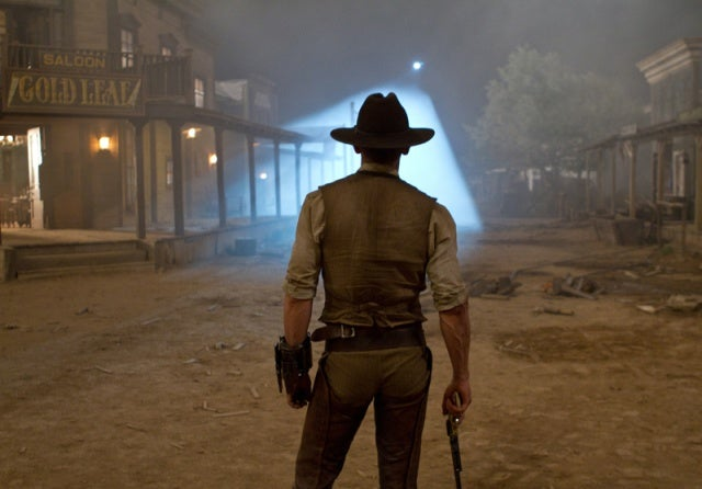https://i1.wp.com/moviesmedia.ign.com/movies/image/article/113/1135205/cowboys-aliens-20101117102850642_640w.jpg