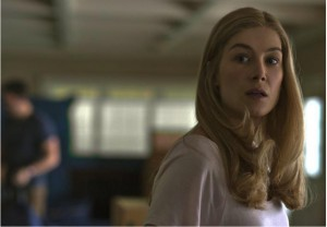 GONE-GIRL-image-du-film-Rosamund-Pike-movie-picture-David-Fincher-Go-with-the-Blog1