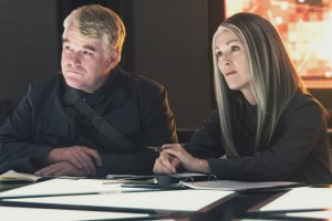 hunger-games-mockingjay-julianne-moore-philip-seymour-hoffman-dl
