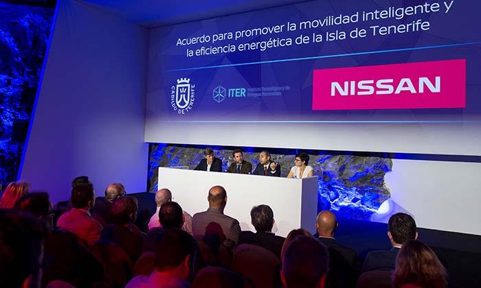 https://i1.wp.com/movilidadelectrica.com/wp-content/uploads/2018/02/Nissan-y-el-Cabildo-de-Tenerife-firman-un-acuerdo-para-promover-la-movilidad-100-el%C3%A9ctrica-en-la-isla.jpg?w=923&ssl=1