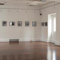 OITO E SEIS – Exposição Colectiva de Fotografia, pormenores da montagem.