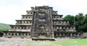 Tajin3 web - Nischenpyramide von Tajin