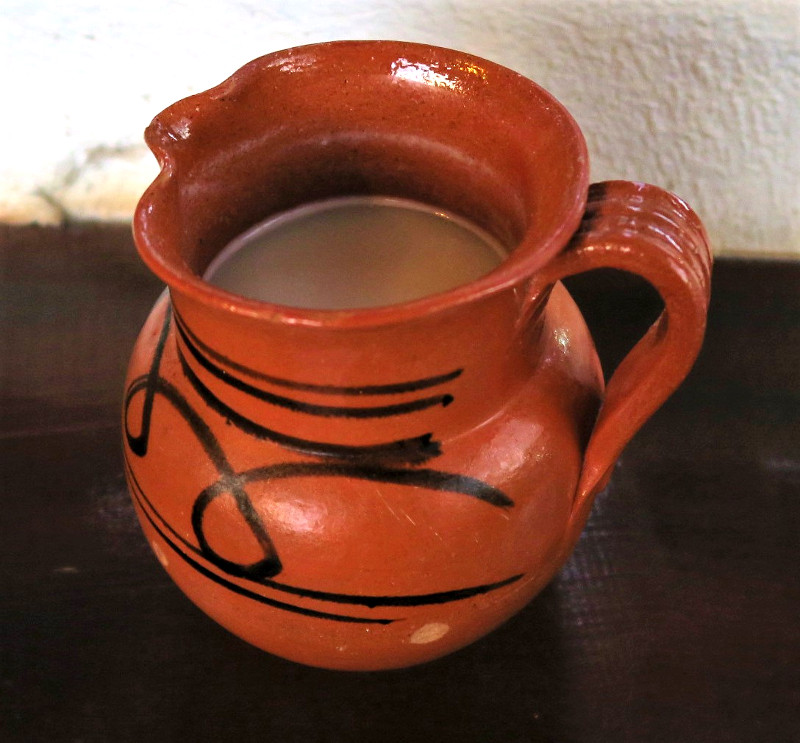 Pulque trinkt man am besten aus Tonkrügen
