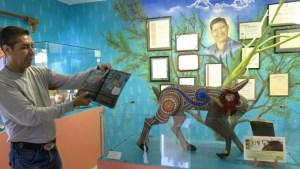 Manuel Jimenez' Sohn Isaias führt dich durch sein kleines Museum zu Ehren seines Vaters, dem Begründer der Alebrijes aus Oaxaca