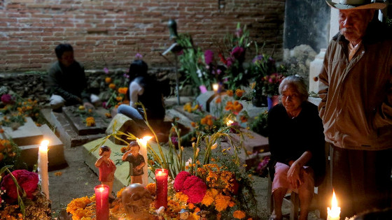 Auf dem Friedhof von Xoxocotlán in Oaxaca zum Tag der Toten