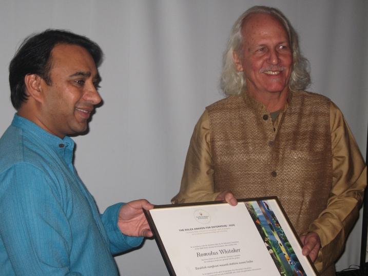 Vikram Akula (left) presents Rolex Awards certificate to Romulus Whitaker in Delhi, 22 January 2009