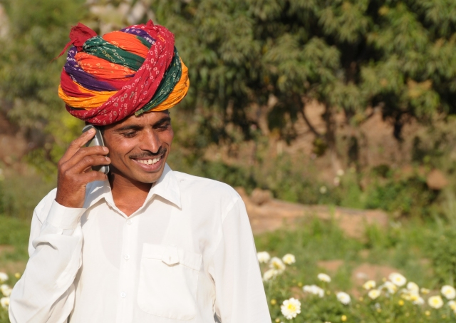 Mobile champion: farmer Sayar Singh in Rajasthan, India - photo by Suchit Nanda for TVEAP