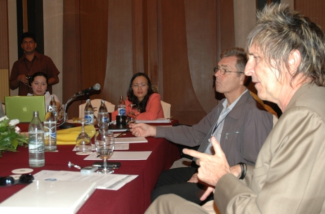 Douglas Varchol (extreme right) makes a point during Ozone Media Roundtable