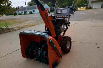 Husqvarna ST327P Snow Blower - Picture Review 8