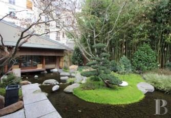 Une maison japonaise et son jardin au centre de Paris