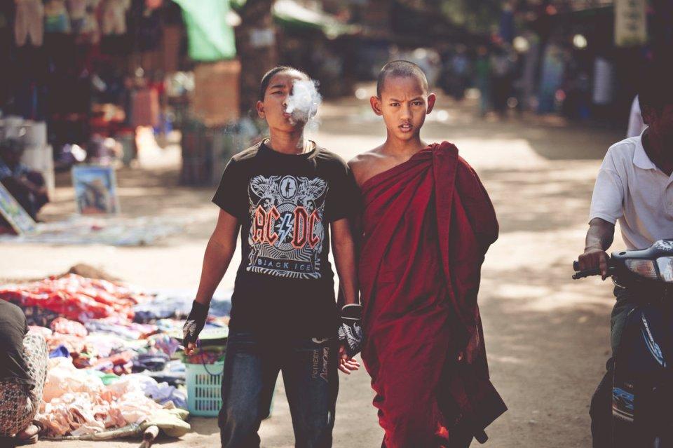 Un moine et son frère.