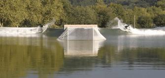 Une piscine à vagues dans Les Landes