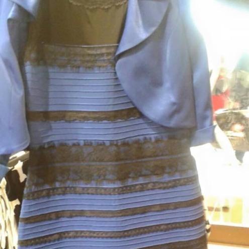 De quelle couleur est cette robe ?