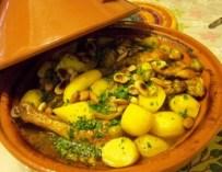 Le ragoût de poulet aux olives et pommes de terre au safran