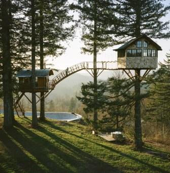 Treehouse : Foster Huntington créé sa maison en pleine nature