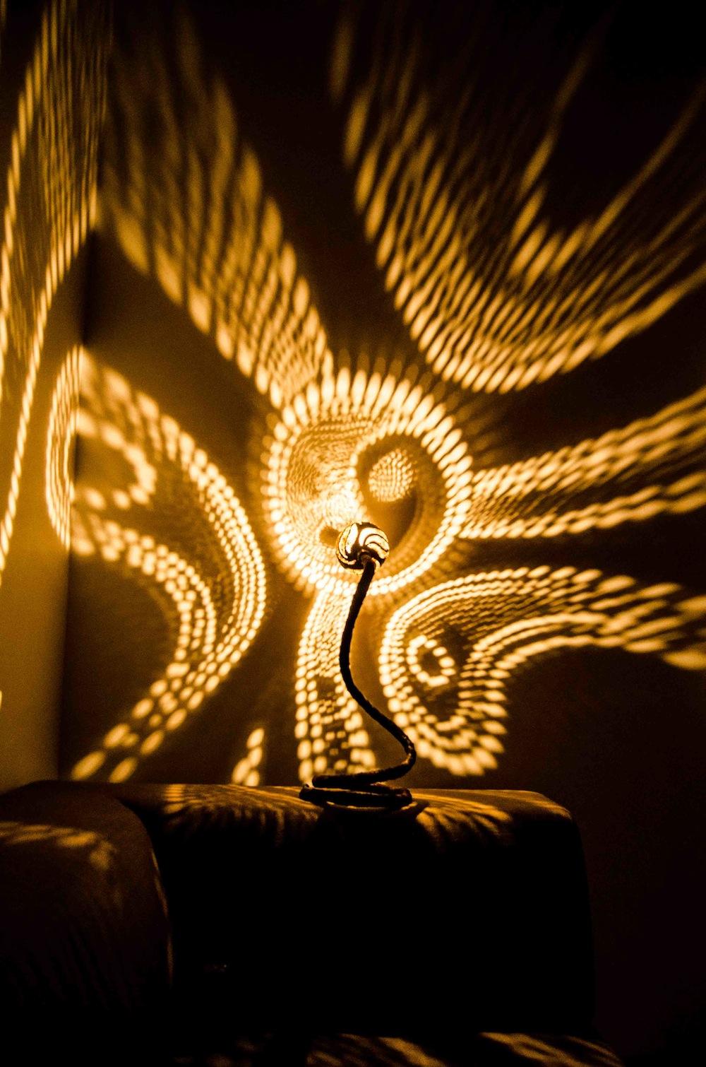 vainius kubilius et ses lampes en noix de coco moving tahiti. Black Bedroom Furniture Sets. Home Design Ideas