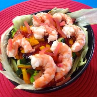 Salade de crevettes sauce coco épicée