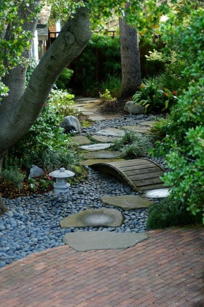 gravillon-pour-allée-jardin-idee-deco-faire-jardin-gravier-aller ...