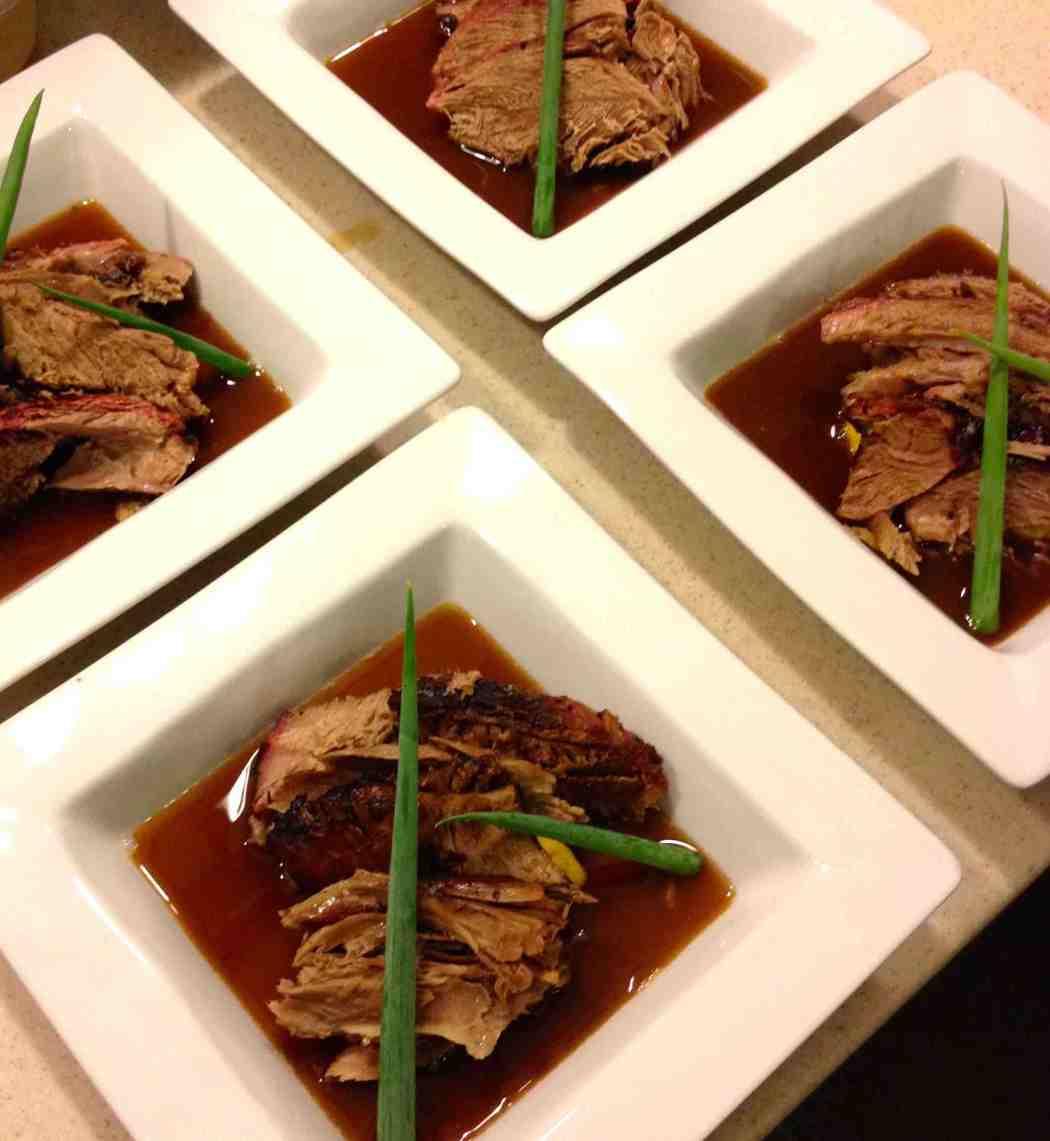 Here's Cuisine – Gigot de sept heures et son jus d'agneau au miel de Tahiti