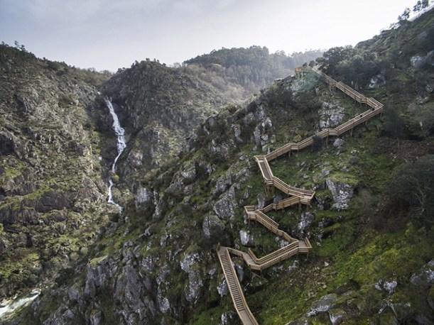 excurtion-Portugal-passerelle-en-bois2