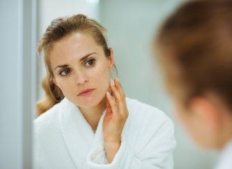 Comment appliquer nos soins du visage et notre maquillage dans le bon ordre ?