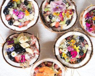 Des idées de smoothies bowls pour un petit déjeuner tropical