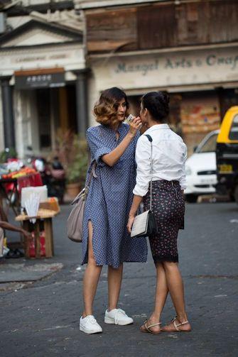 La robe chemise + basket : Le look des journées cool