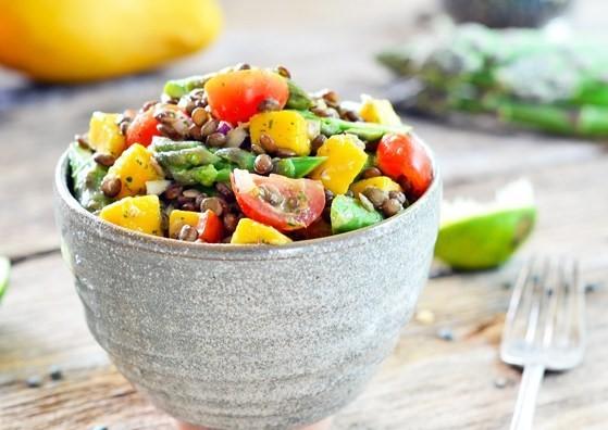 salade-de-lentilles-mangues-et-asperges-avec-vinaigrette-a-la-coriandre (2)