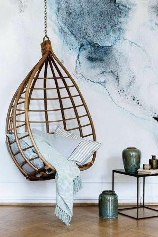 chaise-deco-avec-balanceoir-interieur-design-fauteuil-rotin-vintage-cool-idee-amenagement-salon