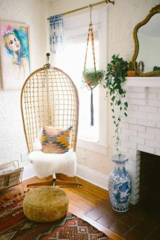 couleur-coussin-interieur-design-fauteuil-rotin-vintage-cool-idee-amenagement-salon-cool-idee-cosy