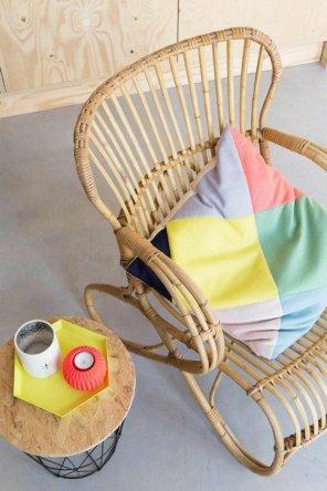 decoration-formidable-idee-fauteuil-en-rotin-meubles-rotin-salle-se-sejour-ou-balcon-colore