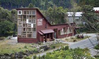 Un bistrot japonnais construit à partir de déchets