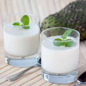 Cocktail corossol, rhum, canelle