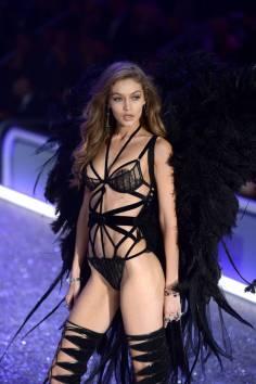 victorias-secret-fashion-show-2016-09