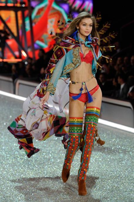 victorias-secret-fashion-show-2016-20