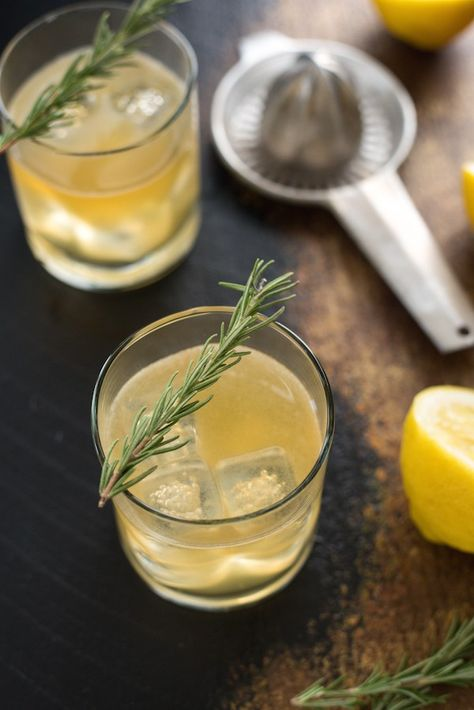 whisky-sour-au-miel-et-au-romarin-bru%cc%82le